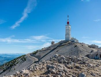 8 - L'observatoire du Mont Ventoux et la chapelle Sainte Croix